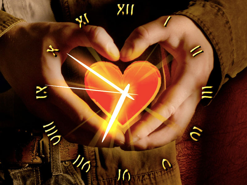 love-heart-clock-800